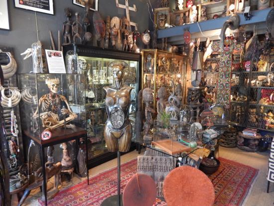 Paris flea market stand - Picture of Marche aux Puces de Saint-Ouen ...