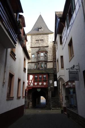 Hotel Kranenturm: Approaching the hotel