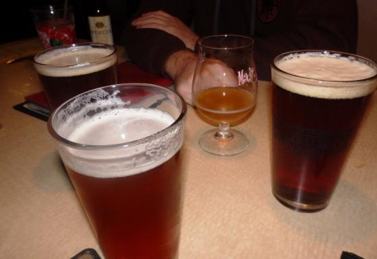Haverhill, MA: 4 of us got yummy craft beers mine was a pumpkin from Brooklynm,NY