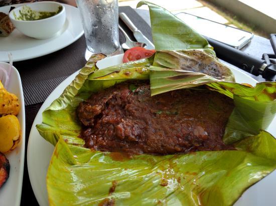Park Regis Aveda Kumarakom: kerala pearl spot fish cooked in a banana leaf