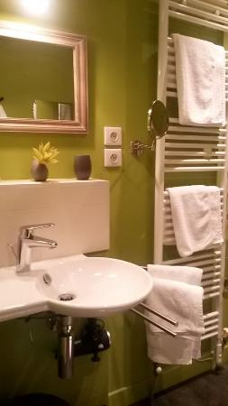 Maxeville, Francia: Ensuite Bathroom