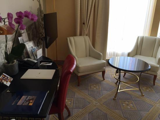 Savoy Baur En Ville: Working desk