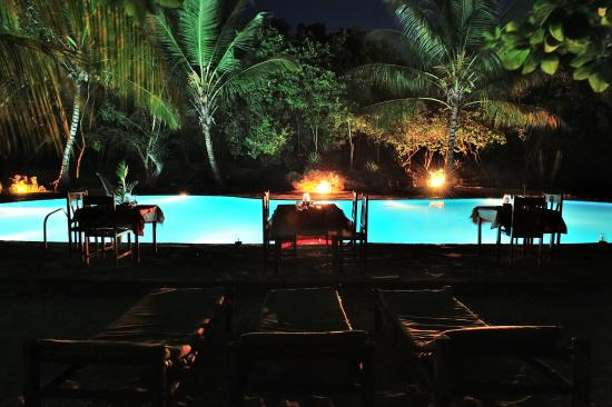 Hakuna Majiwe Beach Lodge : Candlelightdinner am pool