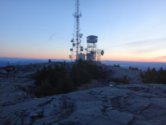 Mount Kearsarge: Tower at sunrise