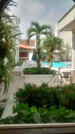 Hotel Majestic: Exteriores que evocan un Caribe colorido, ofrece espacios que te llevan a vivir una arquitectura