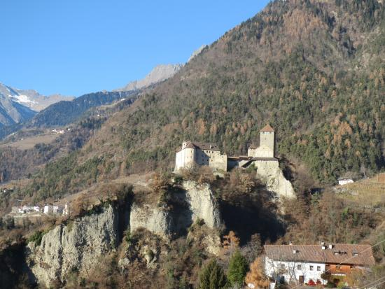 Castle Tyrol - South Tyrolean Museum of History : Tirolo Castle, east side and mountain