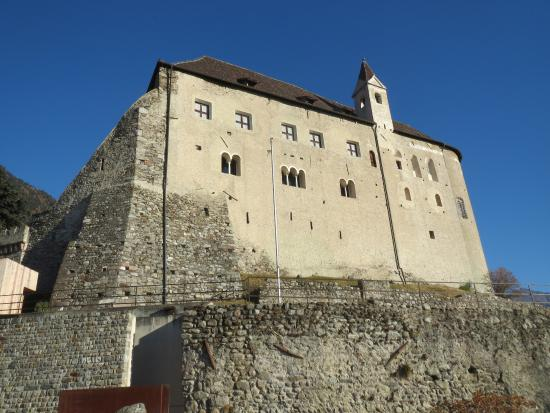 Tirolo Castle, south side closeup