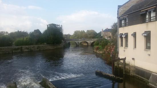 Ducey, Frankrijk: живописный вид с моста