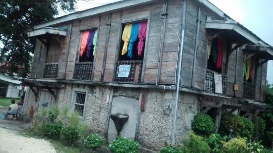Medellin, Philippinen: Construção Rústica