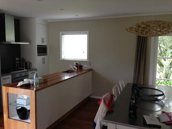 The Farmhouse at Mission Estate : kitchen and dining table