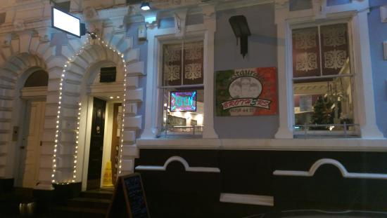 Broth3rs Restaurant