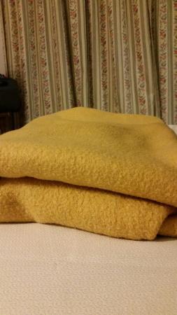 TRH Mijas: 침구가....  --;; 이런 담요는 첨 봅니다. 12월에 오니 이런 담요를 세팅해놓았네요.