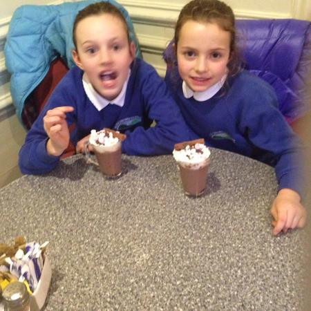 Charlie's Cafe Bar: Hot Chocolate Sisters doing it for themselves
