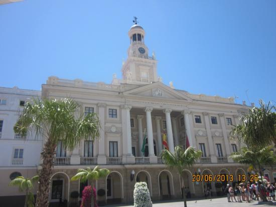 Ayuntamiento de cadiz fotograf a de ayuntamiento de cadiz for Ayuntamiento de cadiz recogida de muebles