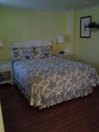 Cuthbert House Inn: our bed!