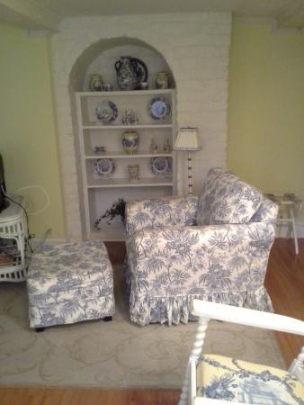 Cuthbert House Inn: sitting area