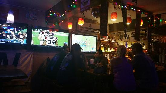 Lola's Pub & Grill: 20151226_185528_large.jpg