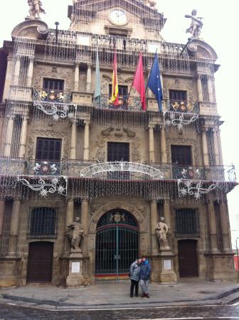 Town Hall: Fachada del Ayuntamiento de Pamplona.