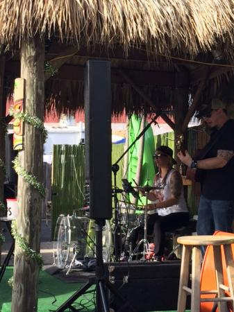 Bamboo Beach Bar and Grill: live music