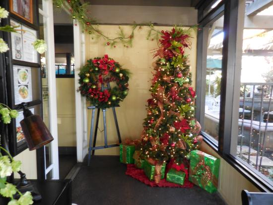 Fallbrook, CA: Lobby decorated for Christmas