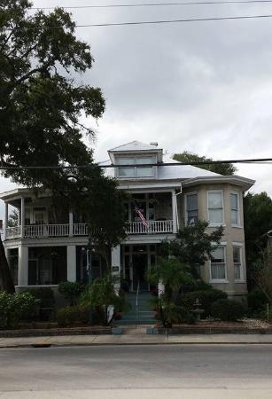 Southern Wind Inn: Exterior