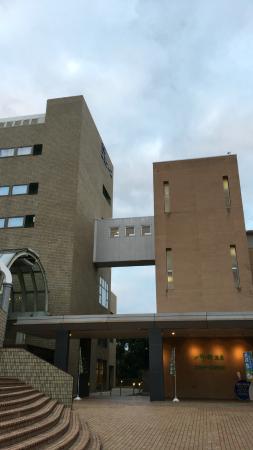 Hotel Kyoto Eminence: 左がホテル棟、右がスパ棟、4階の渡り廊下で行き来ができます