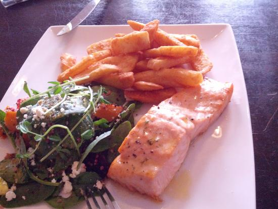Gayndah, Australien: Atlantic salmon with quinoa salad
