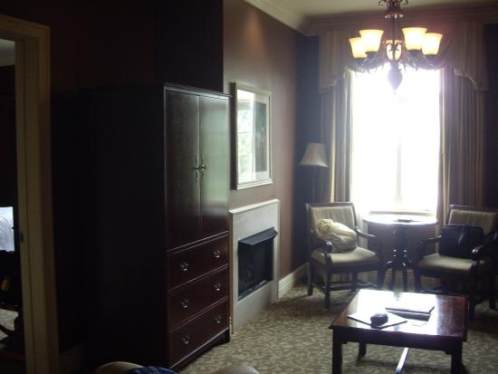 River Inn of Harbor Town: lounge area penthouse suite