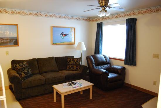 Ocean Suites : Living Room Bed/Sofa Suite
