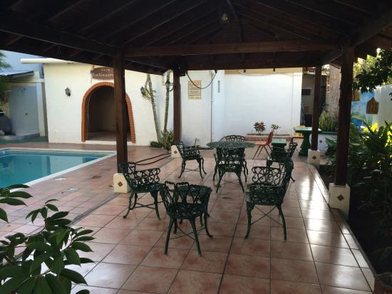 El Progreso, Honduras: Courtyard by pool