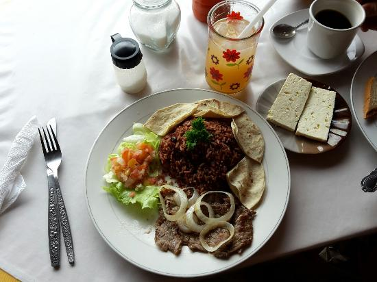 Cafetin Claudia : Typical Nicaraguan breakfast with steak and onions