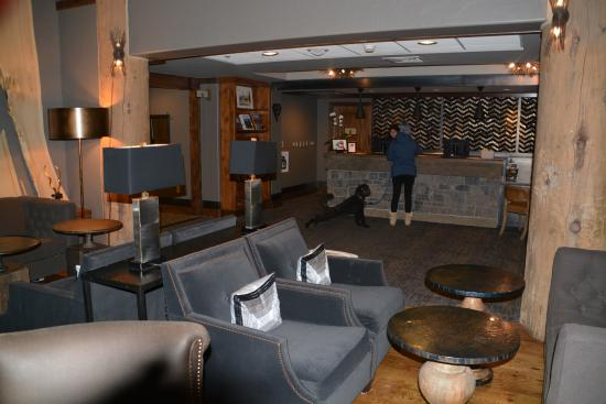 Teton Mountain Lodge & Spa: Simple yet Elegant Lobby.