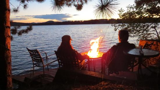 Red Pines Bed & Breakfast: Fire pit by the Lake