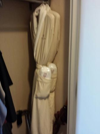 Hutton Hotel: Comfy robes with slippers in the pocket