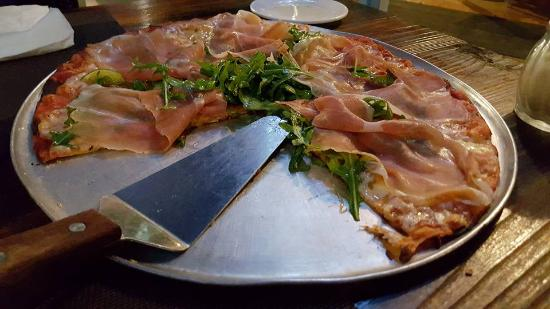 Luca: Pizza with prosciutto crudo, rocket leaves and figs