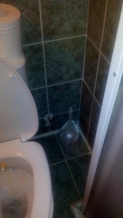 Pigale Beach Resort: The bathroom