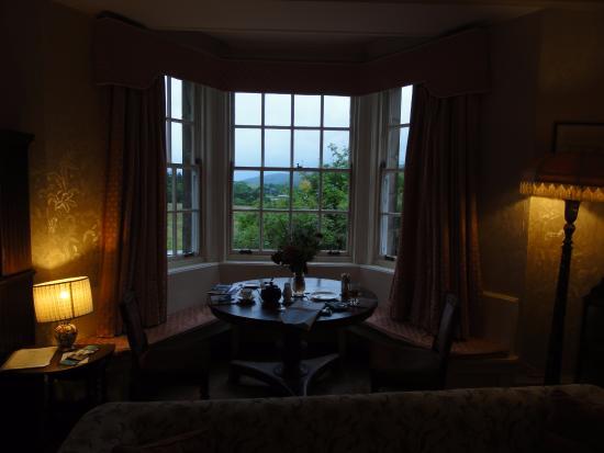 Glenmore Country House Bed and Breakfast: Esstisch im Erker!