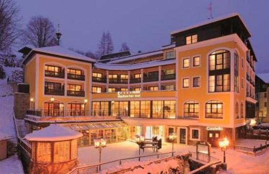 Saalbacher Hof: Hotel Front Winter web