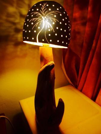 Hotel Alegria: лампа в номире