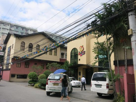The Mabuhay Manor Entry