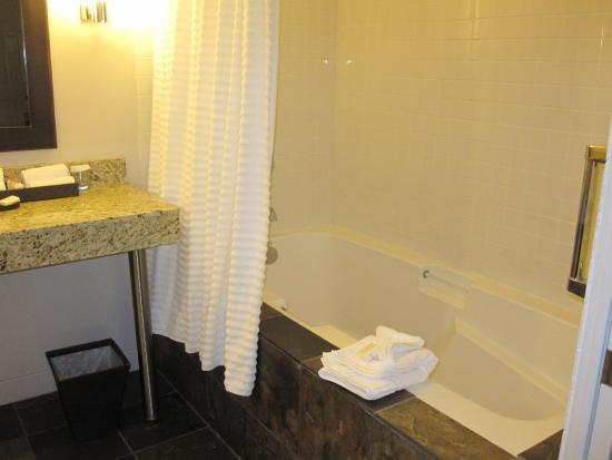 Red Mountain Resort: Dragonfly Solo bathtub