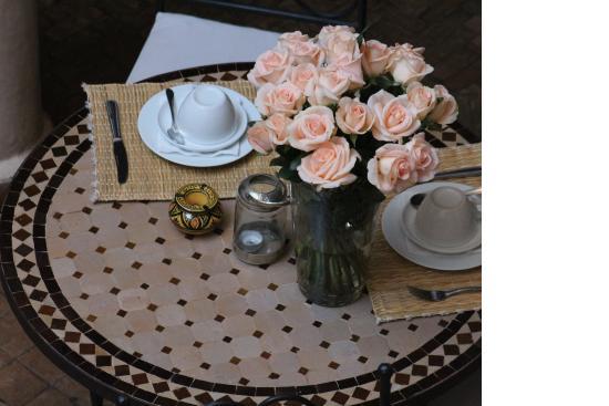 petit d jeuner romantique picture of riad alwachma. Black Bedroom Furniture Sets. Home Design Ideas