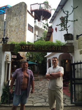 Hotel Alegria: центральный вход
