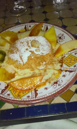 la table marocaine tajine d'agneaux aux abricots amandes et