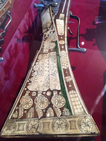 Schweizerisches Schützenmuseum: Amazing stock work on this old musket