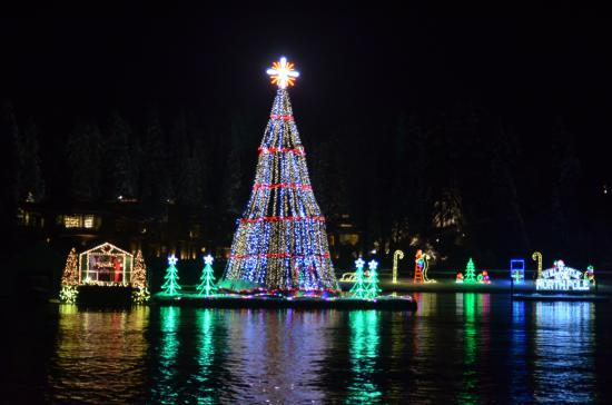 the coeur dalene resort north pole on boat light show