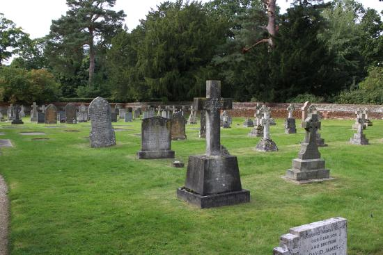 Sandringham, UK: church yard