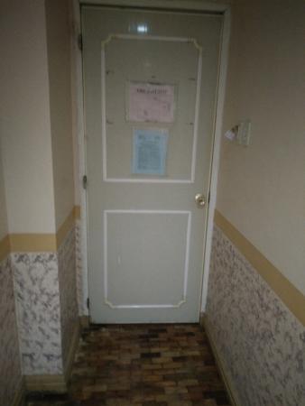 La Elliana Hotel: Old Door