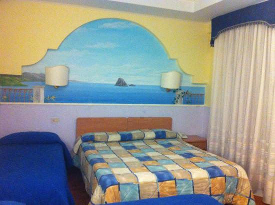Hotel La Marchesina: camera quadrupla,bagno privato