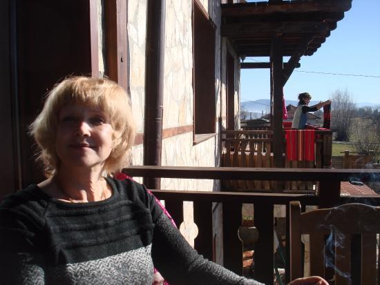 "Dobarsko, Bulgaria: Открытая терраса  механы ""Огняновата къща"""